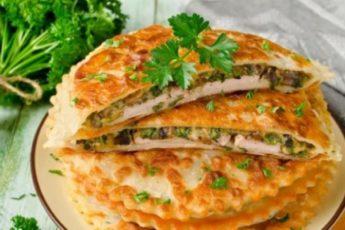 Не просто отбивная: тонкое поджаристое тесто, сочное мясо и шпинат.