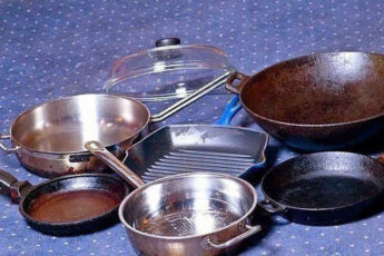 Как легко очистить сковороды, противни и металлические кастрюли от нагара